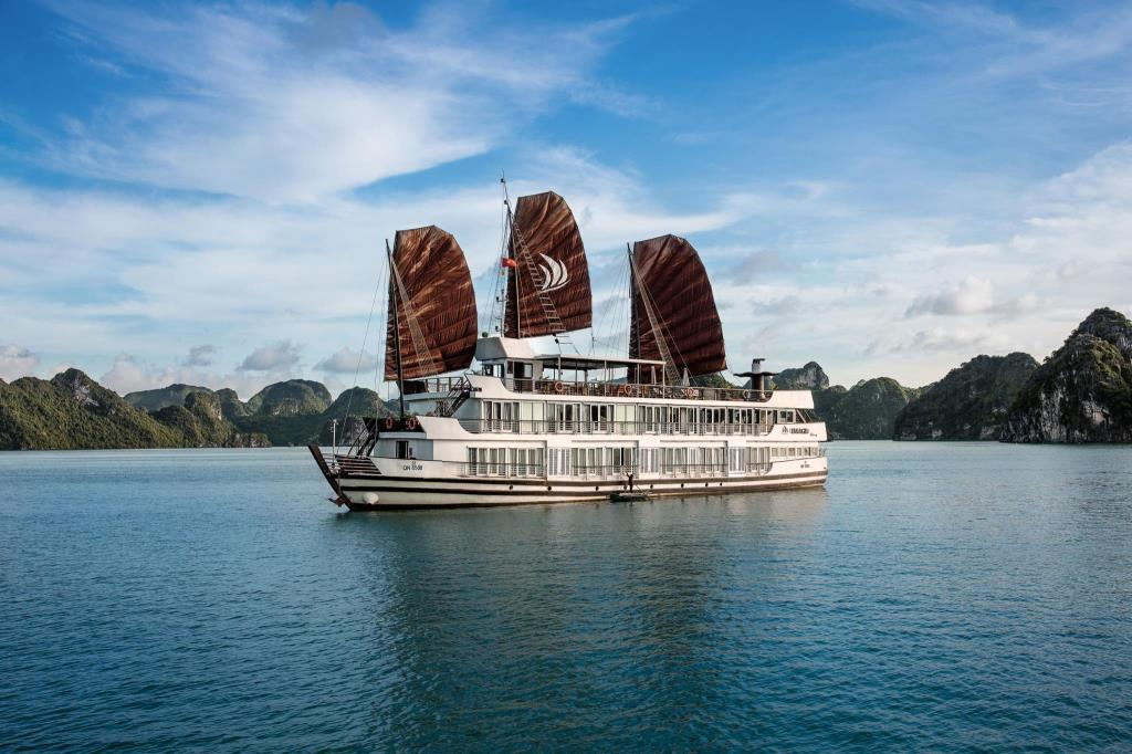 Kết quả hình ảnh cho ha long bay 2 days 1 night with fantasea cruise