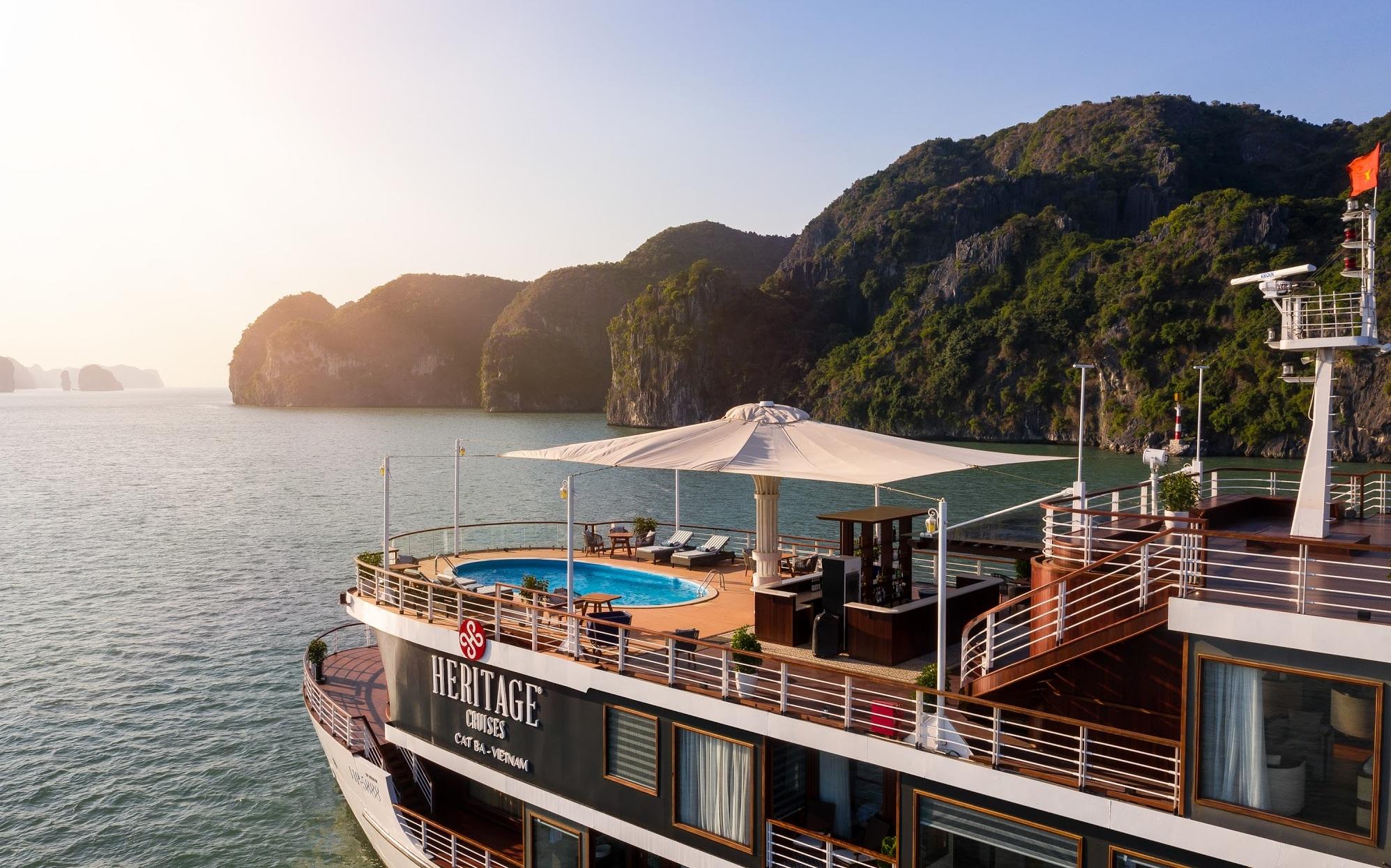 Khám phá du thuyền 5 sao Heritage Cruise Bình Chuẩn Cát Bà ...