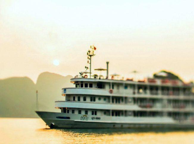 Du thuyền Âu Cơ 11